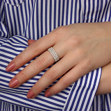 Золотое кольцо в белом цвете с фианитами Эстрелья