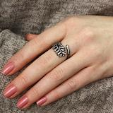 Серебряное кольцо Экзотический листик с черным родием и белыми фианитами