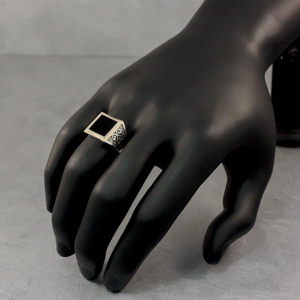 Серебряный перстень-печатка Гард с узорной шинкой, квадратом оникса и золотой накладкой