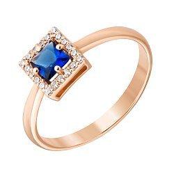 Золотое кольцо с квадратным кастом, синим и белыми фианитами 000116676