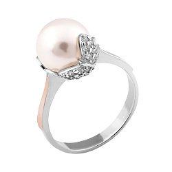 Серебряное кольцо с золотой накладкой, имитацией жемчуга и фианитами 000067215