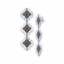 Серебряные серьги-подвески Лакшери из трех цветочков с перламутром и красным корундом