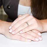 Золотое обручальное кольцо Нью-Йорк в желтом и белом цвете с цирконием