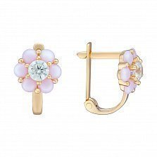 Золотые сережки Нежная ромашка с белым фианитом и синтезированными розовыми опалами