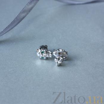 Серебряные серьги-пуссеты Череп с рожками с зелеными агатами и позолотой 000100321