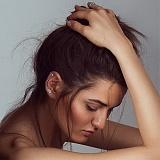 Серебряная серьга-каффа Лотос с голубым камнем на правое ухо