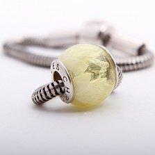 Шарм из лимонного янтаря с внутренней гравировкой Лотос на серебряной основе