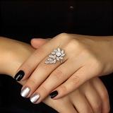 Золотое кольцо Волшебные листки с бриллиантами