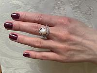 Золотое кольцо в комбинированном цвете с жемчугом и фианитами 000136364