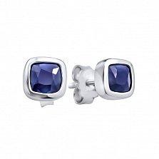 Серебряные серьги-пуссеты Марси с завальцованными кристаллами Swarovski в синем цвете