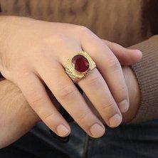 Золотой перстень Основатель с фактурной шинкой, крупным рубином и бриллиантами