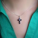 Серебряный крестик с сапфирами и фианитом Современный шик