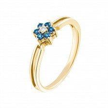 Золотое кольцо Маргаритка в красном цвете с голубыми топазами и бриллиантом