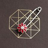 Серебряная булавка с красной эмалью Ромашка