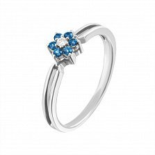 Золотое кольцо Маргаритка в белом цвете с голубыми топазами и бриллиантом