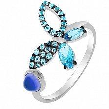 Кольцо в белом золоте Веселая бабочка с голубым топазом и фианитами