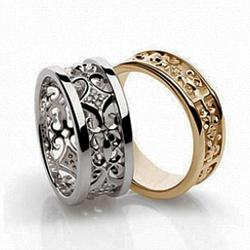 Золотое обручальное кольцо с фианитами Царская свадьба