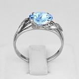 Золотое кольцо с голубым топазом и фианитами Айла