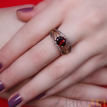 Кольцо в красном и белом золоте Маргарита с гранатом и фианитами 000023471