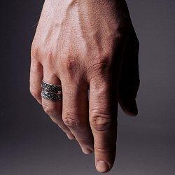 Кольцо из серебра Mme Moustache с золотой накладкой и чернением 000091345