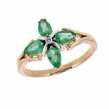 Золотое кольцо в красном цвете с изумрудами и бриллиантом Грация