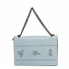 Кожаный клатч 8909 приглушенного голубого цвета с узорной перфорацией на клапане и ручкой-цепочкой