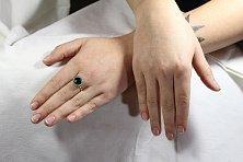 Золотое кольцо Жаклин с синтезированным изумрудом и фианитами