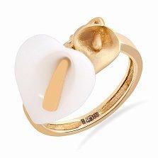 Золотое кольцо Каллы в желтом цвете с белой керамикой