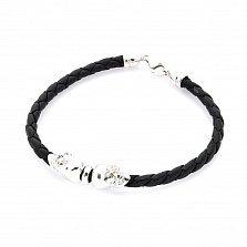 Кожаный браслет Байкерский стиль в черном цвете с серебряными черепами и замком