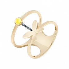 Кольцо в желтом золоте Порхающее чудо с синтезированным золотистым кварцем и фианитами