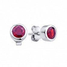 Серебряные серьги-пуссеты Харинта с завальцованными кристаллами Swarovski в красном цвете