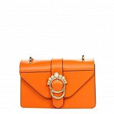 Кожаный клатч 1653 оранжевого цвета с декоративной брошкой и ремнем через плечо