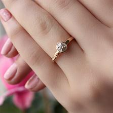 Золотое кольцо Валери с бриллиантом и белой эмалью