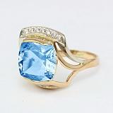 Золотое кольцо с топазом и фианитами Винсентия