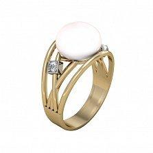 Золотое кольцо Тайны океана в красном цвете с белым жемчугом и фианитами