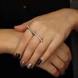 Кольцо из белого золота на два пальца Волна с бриллиантами