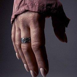 Кольцо из серебра Overcoming с чернением 000091404