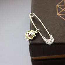 Серебряная булавка с цирконием Солнышко