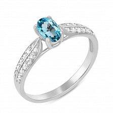 Кольцо из белого золота с голубым топазом и фианитами 000125432