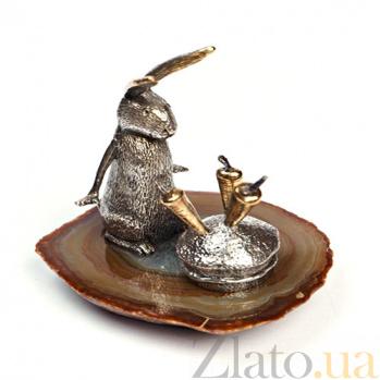 Серебряная статуэтка с позолотой Зайка с морковками 1218