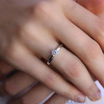 Кольцо из белого золота с фианитом Яркое мгновение 000024270