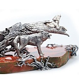 Подарочный серебряный нож на мраморной подставке Волки