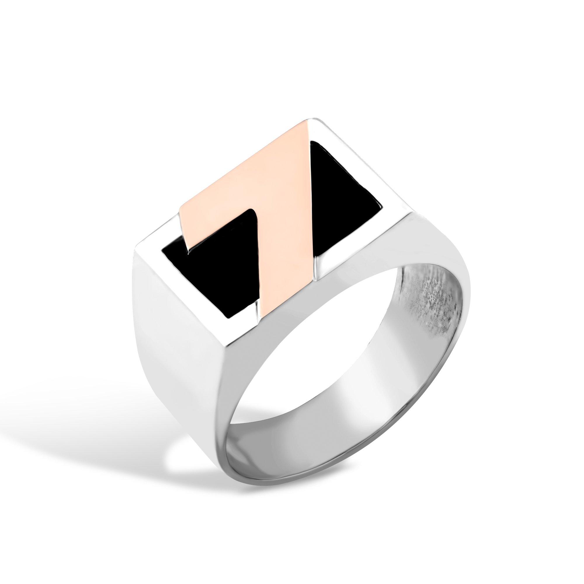 Серебряный перстень-печатка Счастливое число с золотой накладкой и имитацией оникса