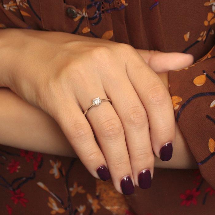 Золотое кольцо Камелия в белом цвете с фианитом 000080019