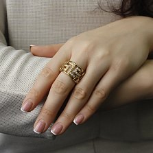 Золотое кольцо Клео в желтом цвете с геометрическими элементами и бриллиантами