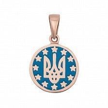 Золотой кулон Трезубец на фоне флага Европы в красном цвете с синей эмалью