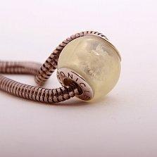 Шарм из светлого янтаря с внутренней гравировкой Черепахи на серебряной основе