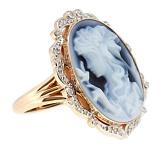 Золотое кольцо с бриллиантами и камеей на агате Camellia