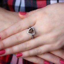 Серебряное кольцо Триангл с коньячным раухтопазом и белыми фианитами