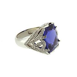 Золотое кольцо с бриллиантами и танзанитом Tanzania